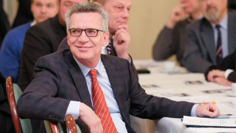 Bundesinnenminister Thomas de Maizière bei einer Veranstaltung in Harrislee