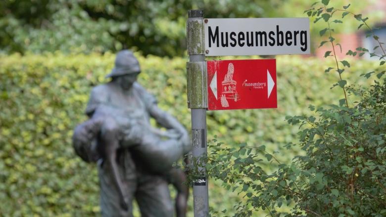 Museumsberg mit Fischerstatue